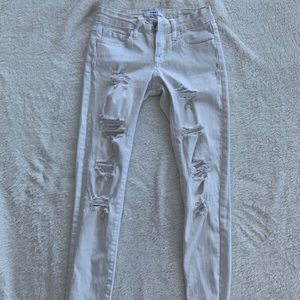 Cropped white ripped jegging
